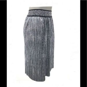 Dresses & Skirts - SILVER METALLIC CASCADE SKIRT SIZE SMALL NEW w/TAG